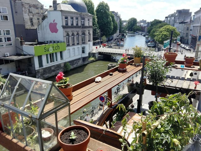 Breathtaking Views in ❤ of Ghent with Hot Tub