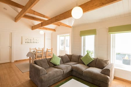 Contemporary log cabin near sandy beaches - Kilkhampton