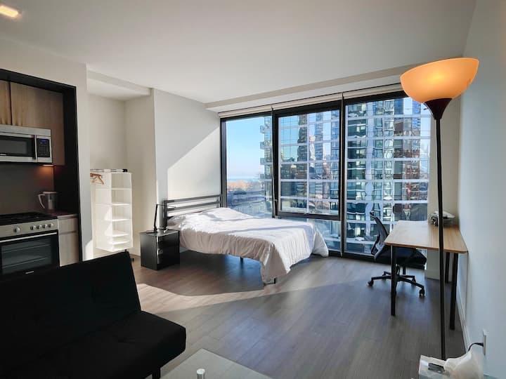 Luxurious studio apartment with lake/city view