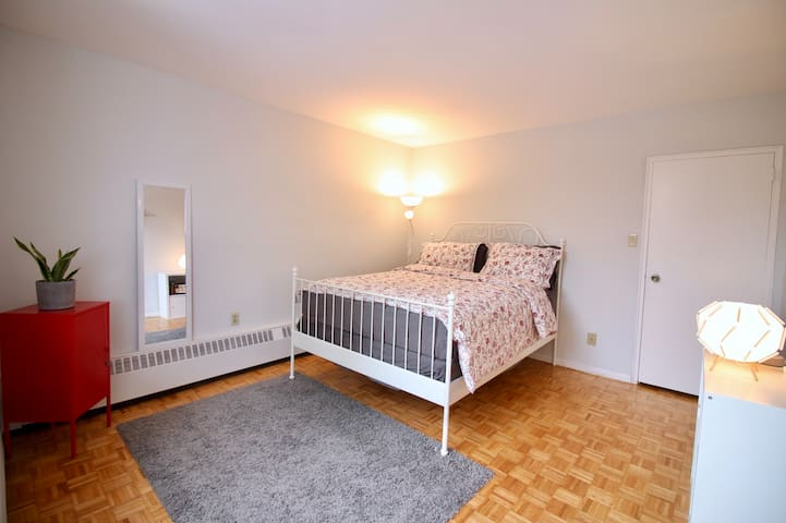 Beautiful bedroom with private washroom in Midtown