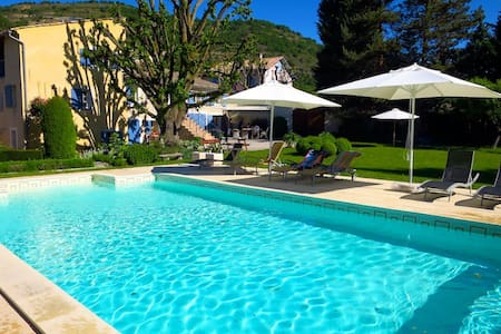 Mas de Provence for 3 families with swimming pool