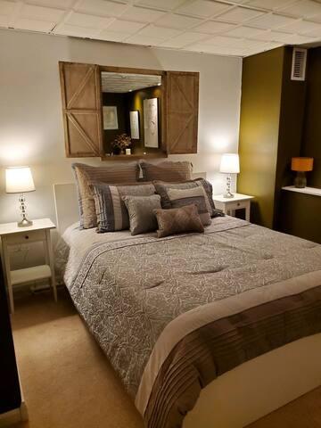 Master Bedroom, queen size bed!