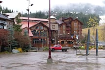 Dusty's pub, 100 metres from our complex and at the base of the gondola