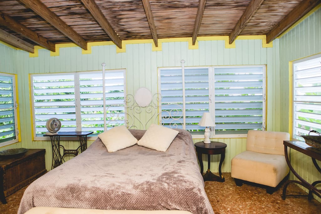 Sleep to the sounds of the rainforest and wake to ocean view and mountain breeze in our newly constructed bed and bathroom.