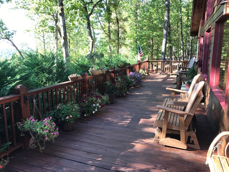 Open air deck with beautiful Mountain View's