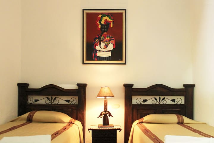 2 Single Beds En-Suite in the heart of Antigua