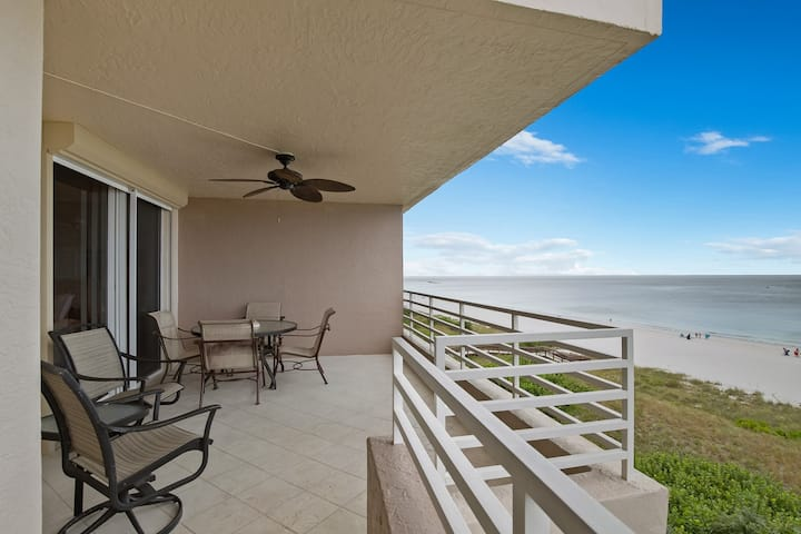 Enjoy this Comfy-Cozy 2 Bedroom Beachfront Condo
