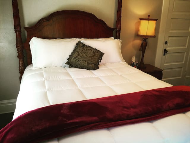 Charming B&B in LODI, CA (Rhone Room)
