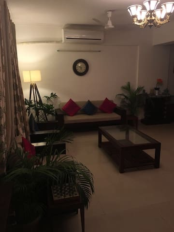 Spacious elegant condo with private parking. - Greater Noida  - Apartemen