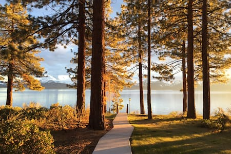 Tahoe Lakefront Condo, 3 bed/3 bath, Private Beach - Zephyr Cove-Round Hill Village - Selveierleilighet