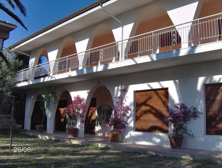 Villa TETI - villa Mediterranea vicino al mare