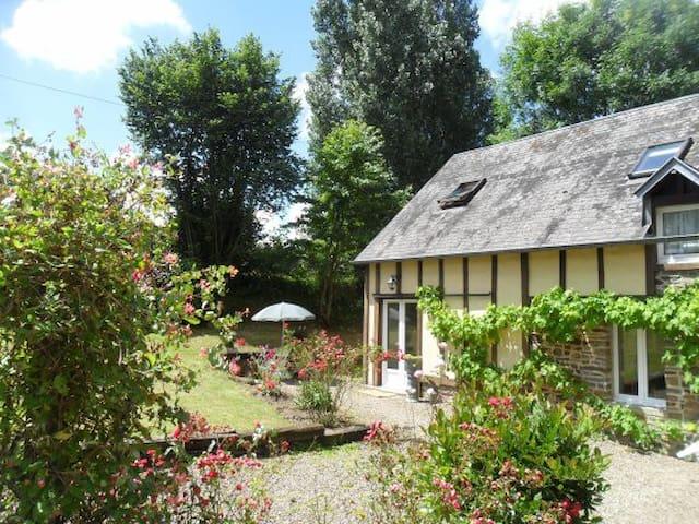 Les Ruisseaux & Le Gite de la Rose - Saint-Aubin-de-Terregatte - Muu