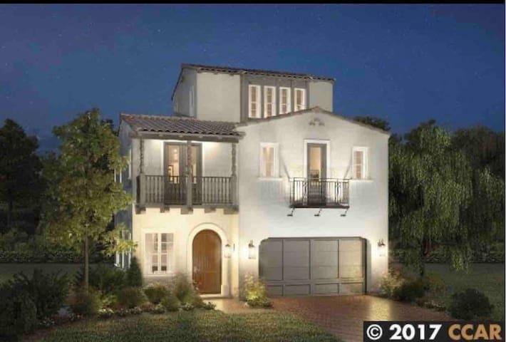 Beautiful warm house to stay in San Ramon CA!