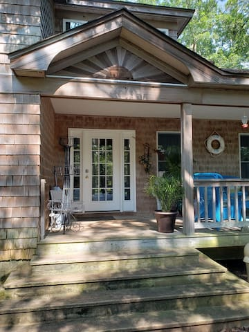 Picture of front of House- Welcome to the porch- enjoy the the sound of the leaves and birds. At night the fireflies. Just 10 miles away from Beach and 30 miles from Ac. One stop shop in the woods.