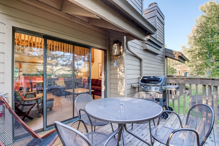 Ski-in/ski-out condo w/ shared pool, hot tub, & tennis - steps from Dollar Mtn