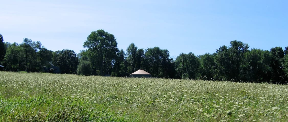Solar-Powered Yurt on the Sanctuary Land Preserve - East Haddam - Jurta