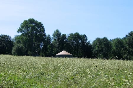 Solar-Powered Yurt on the Sanctuary Land Preserve - East Haddam - Khemah Yurt