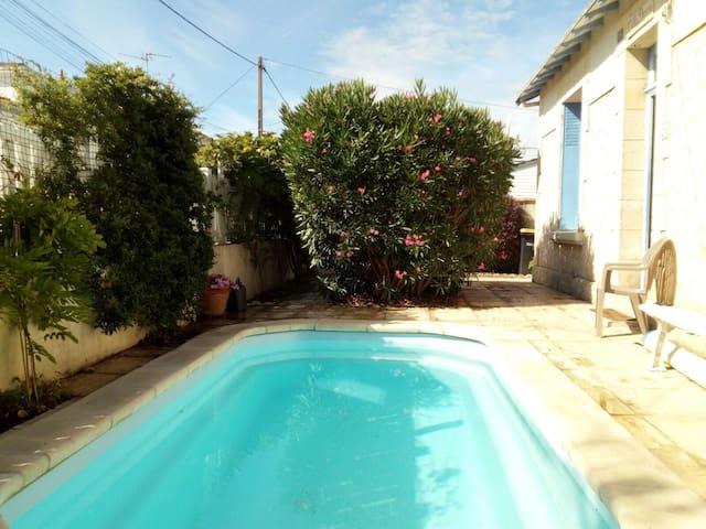 Charmante maison de 4 doubles chambres La Rochelle