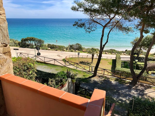 Seaview Apartment 20 meters from the beach