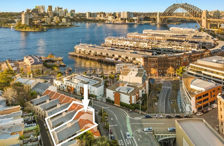 2 BR near **Harbour bridge and Opera house**
