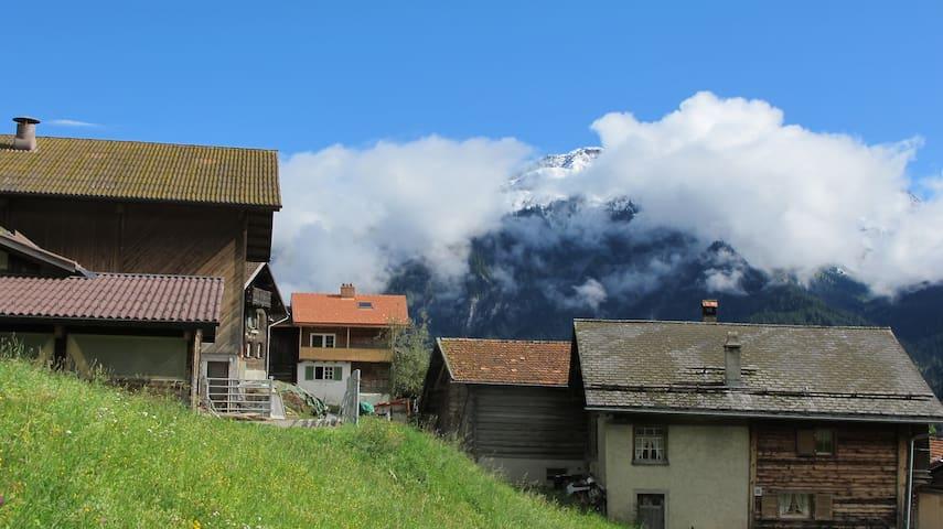 Ferienwohnung mit Terrasse in Altem Berghaus - Castiel - Casa