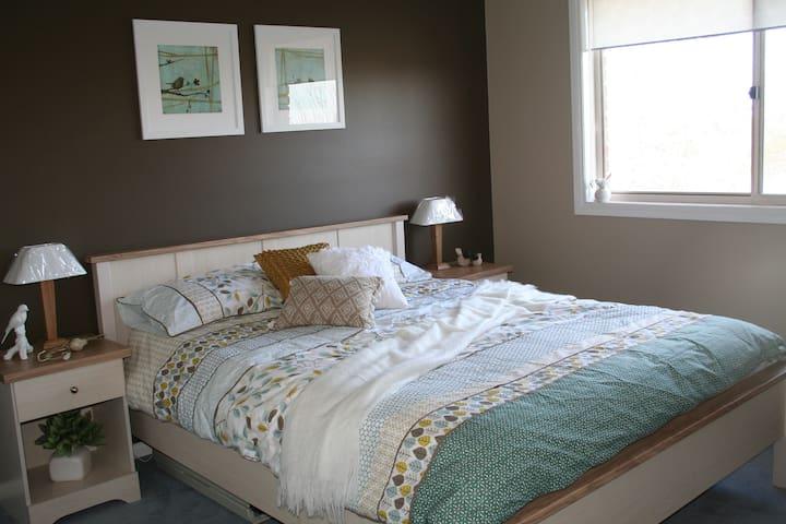 Autumn Room (second bedroom)