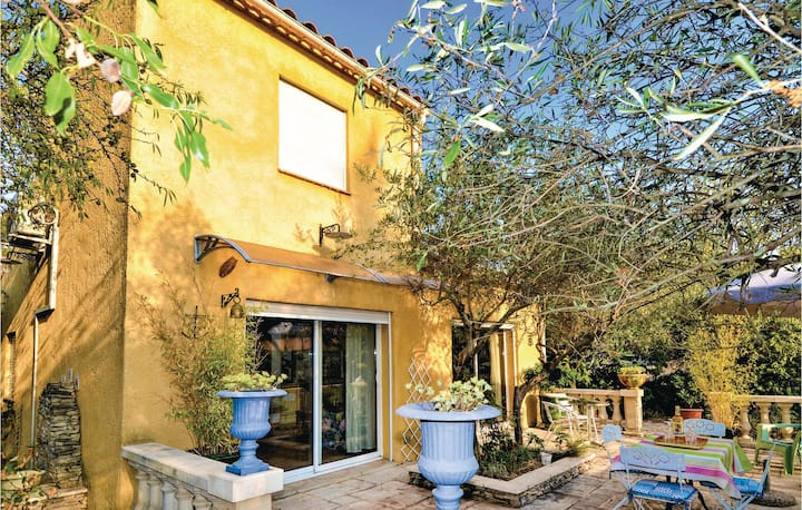 Nice home in Nîmes with Outdoor swimming pool and 1 Bedrooms