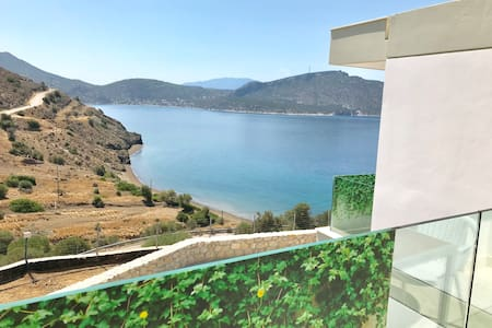Brand new, amazing sea view, tranquil