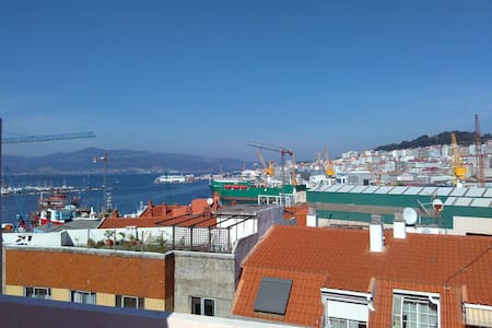 Apartamento abuhardillado y terraza - Vigo