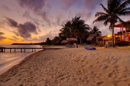 Beach Cabana Rooms in Hopkins - Bed & Breakfast