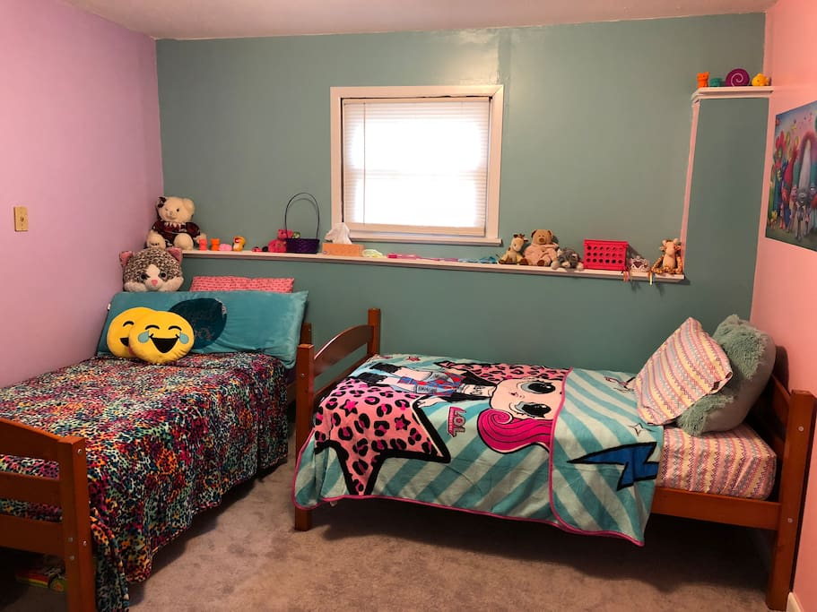 It shows kids room, 2 twin size beds with toys! But when you stay we will have toys out of the room and fresh bedding/sheets/towels for you ;)