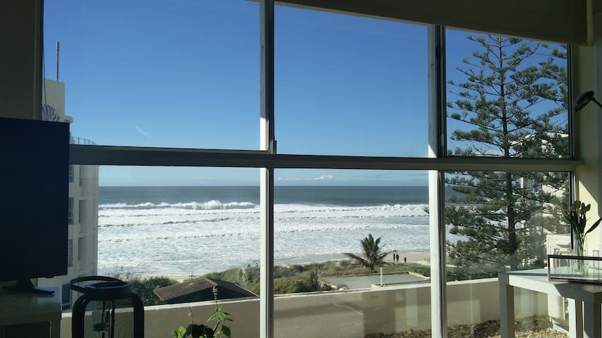 - Your Bedroom Window! Penthouse Room w/ WiFi - - Surfers Paradise - Apartment