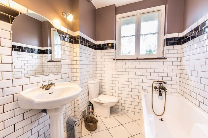 The 1930' bathroom