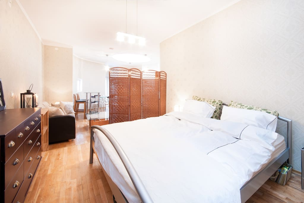 Queen size bed, apartment recently refurnished