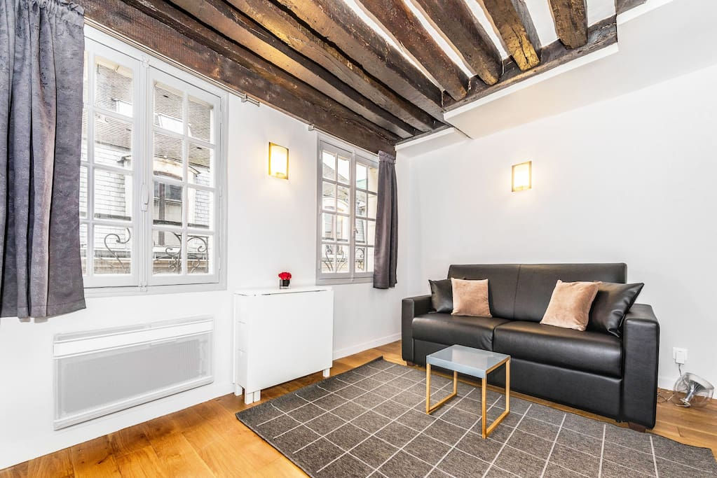 CHARMING HOME IN THE MARAIS