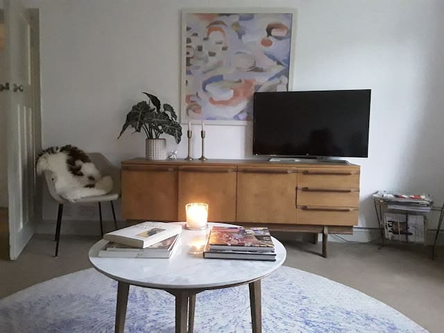 West End Flat with Private Garden ~ Dogs Welcome