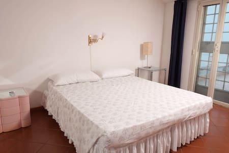 elegant room next to Piramide  - Rome - Apartment