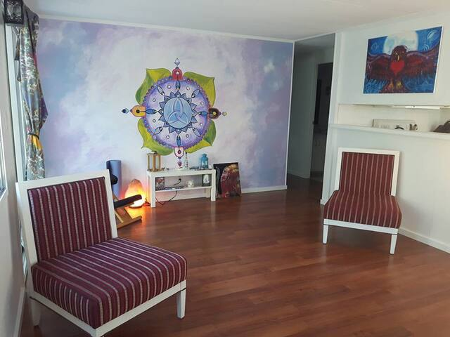 The Sanctuary 3 bedroom cottage & healing studio