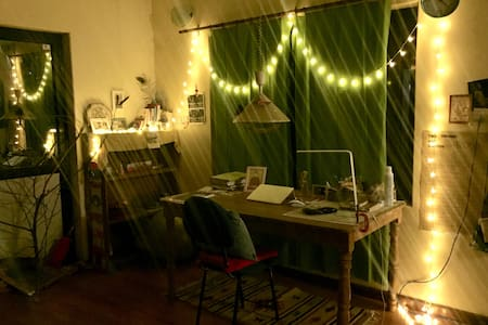 Cozy quiet home w/wifi/kitchen at super location