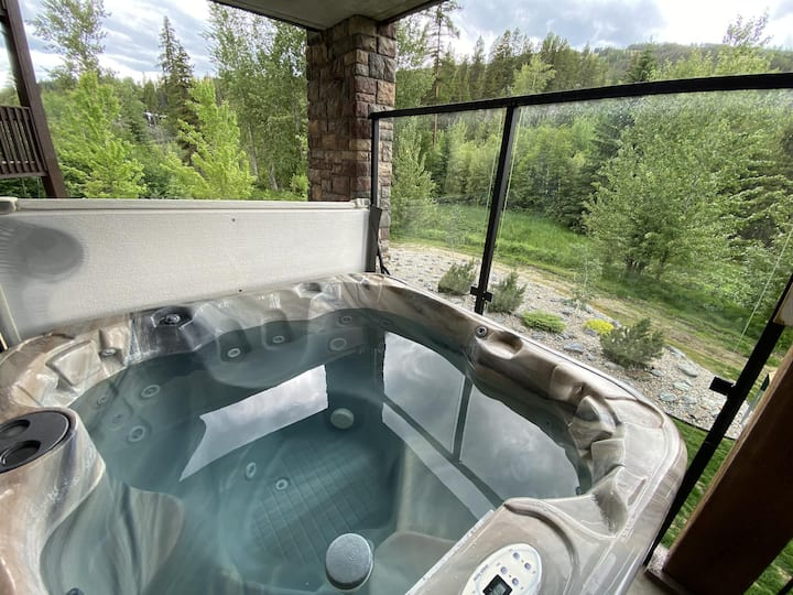 Trickle Creek Properties #203 - Perfect location for an awesome Ski Vacation with Private Hot Tub.