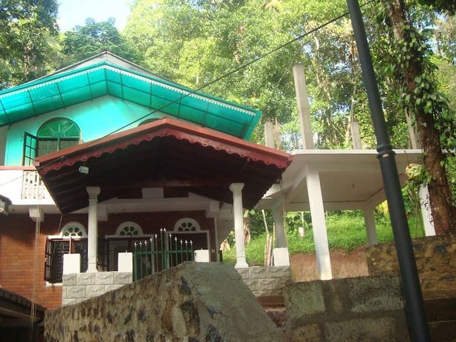 Shanthi Niwahana  - Polgolla,Kandy - Polgolla - Dom