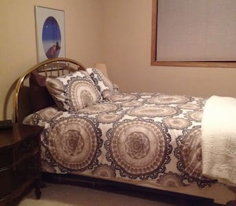 Quiet Spacious Room - Bismarck