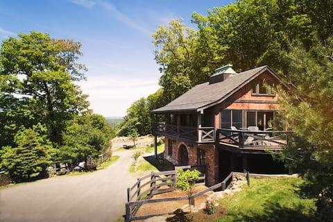 Luxuriöse, abgeschiedene Mountainside Suite mit Panoramablick
