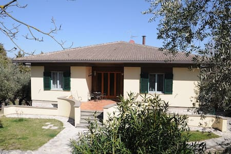 Rooms in Villa with private pool - Terni - Villa