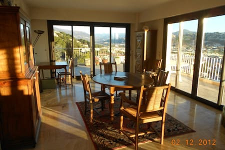 Grand appartement 120 m2 vue mer - St-Laurent-du-Var