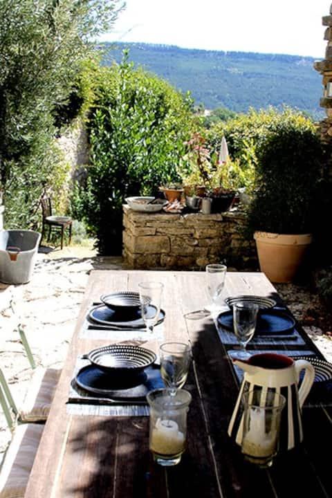 charmante petite maison de village du Luberon