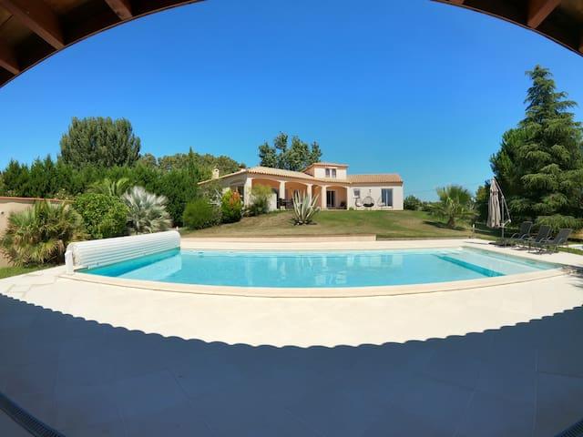 Magnifique maison standing avec piscine chauffée