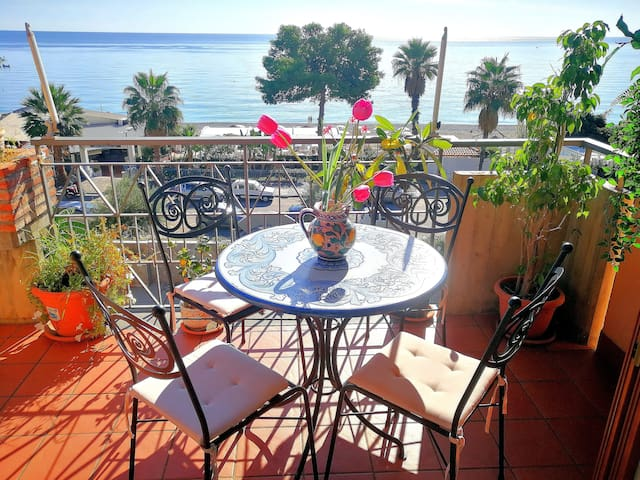 TAORMINA by the sea, Sapphire House (sea front)