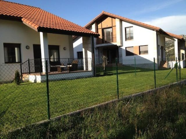 200m2 new house in  fantastic place - Liendo - Huis