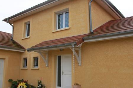 Chambre avec salle de bains , chez Francois . - Sillans - House